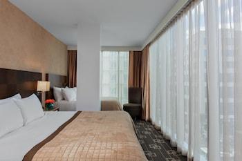 Deluxe Room, Multiple Beds, Corner (Corner Room)
