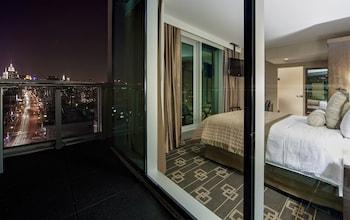 Executive Room, 1 Queen Bed, Balcony (High Floor)