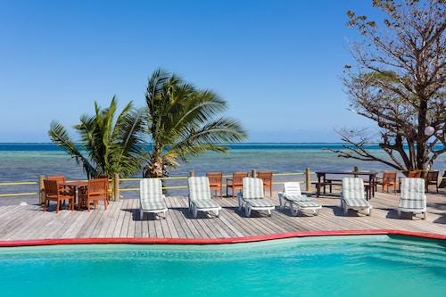 . Funky Fish Beach & Surf Resort - Hostel