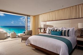 Deluxe Partial Ocean View King Bed