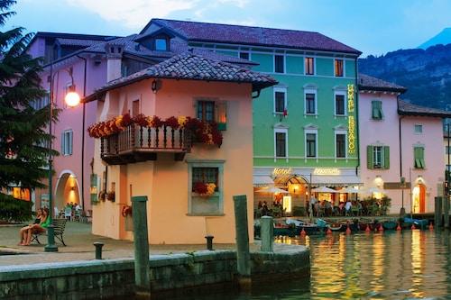 . Hotel Benaco