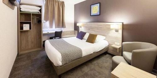 . Brit Hotel Saumur