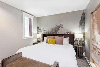 Suite, 1 King Bed, Non Smoking (Bethune Suite)