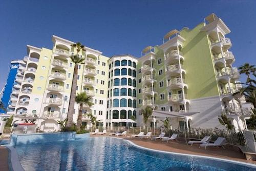 . Smeraldo Suites & Spa