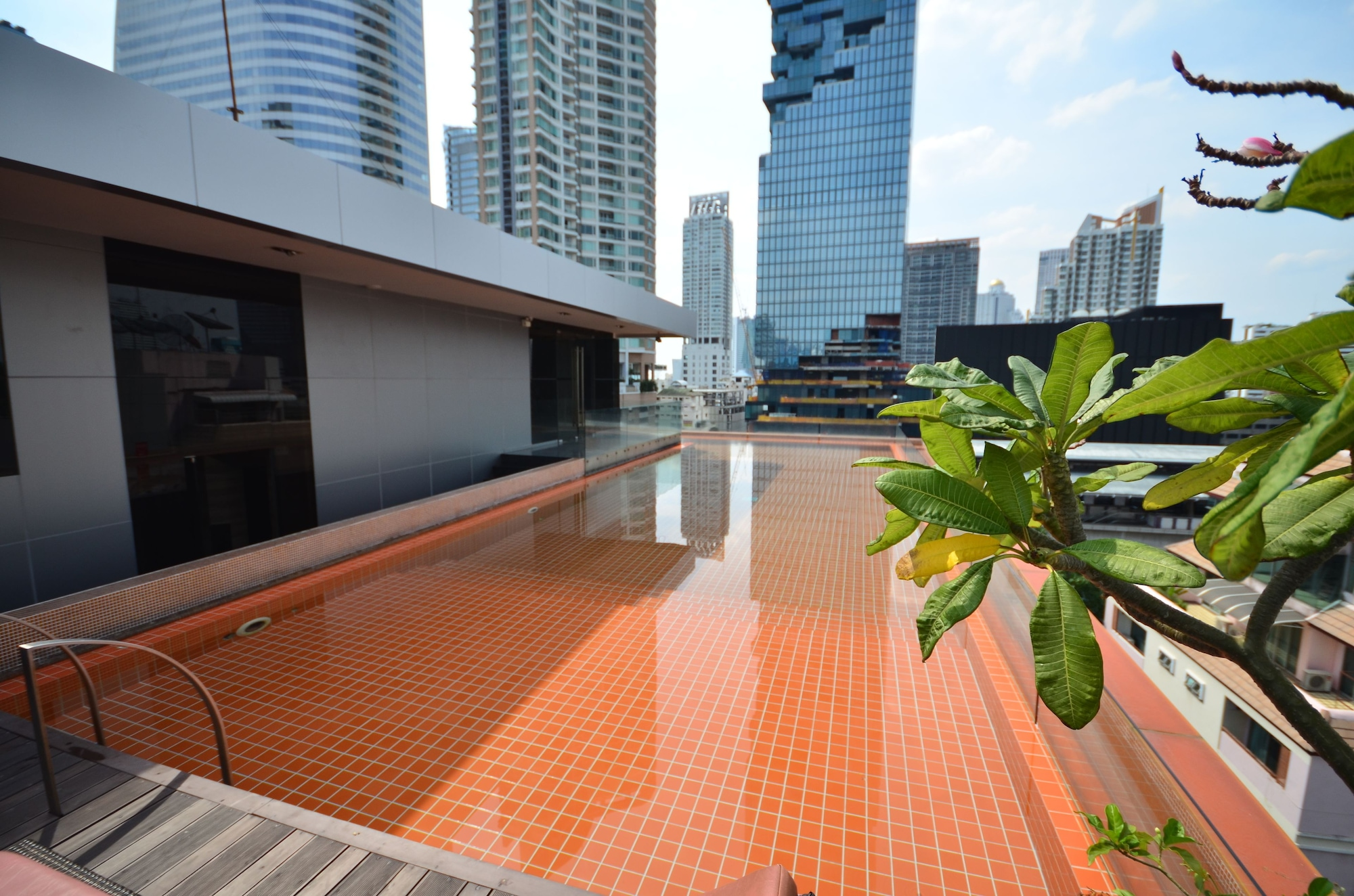 The Heritage Hotels Bangkok, Sathorn