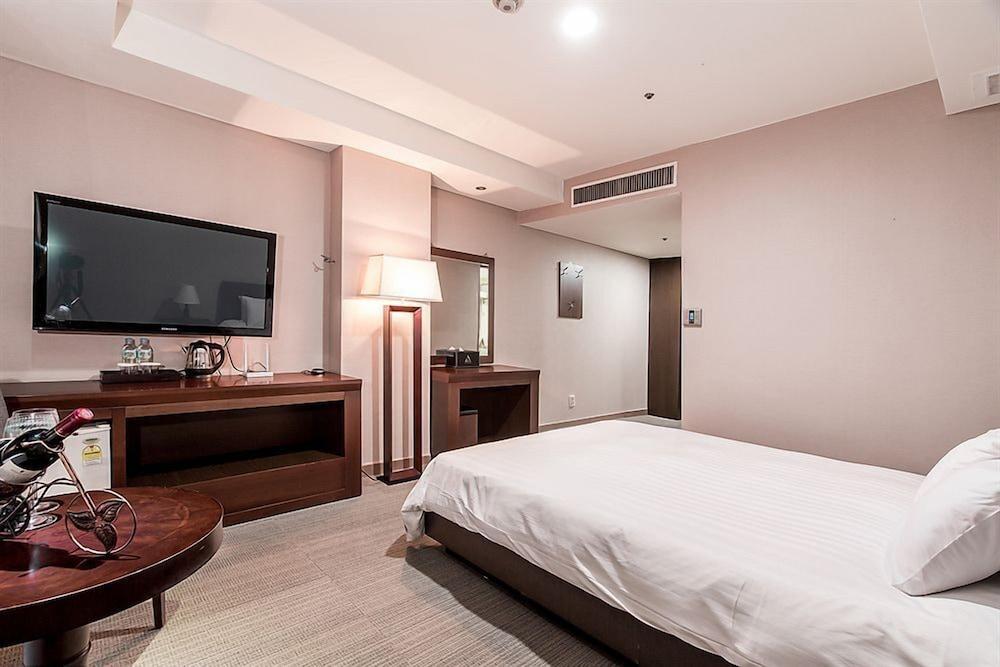 ニュー ヒルトップ ホテル