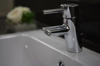 IntercityHotel Darmstadt - Bathroom Sink  - #0