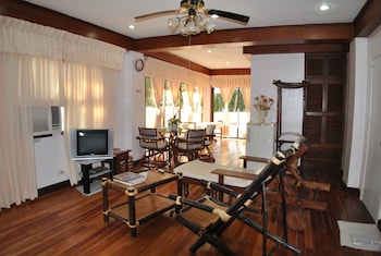 Surfside Boracay Resort & Spa Lobby Lounge