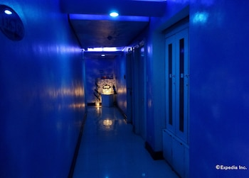 Hotel Paradis Manila Hallway