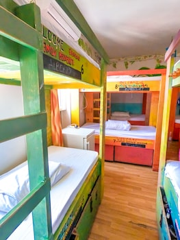 SURF Shared Dormitory (14 Beds)