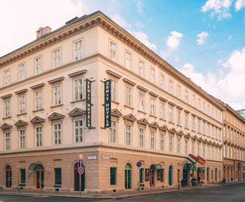Book Hotel Zenit Budapest Palace in Budapest.