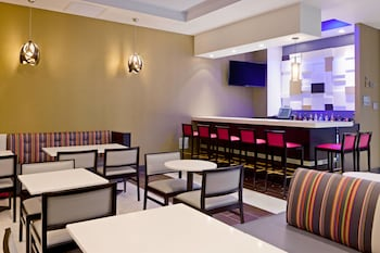 Restaurant at Fairfield Inn & Suites New York Queens/Queensboro Bridge in Long Island City