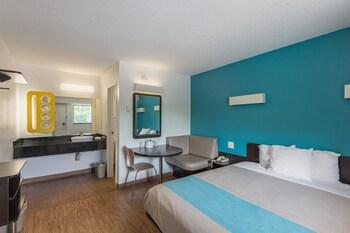 Motel 6 Overland Park KS - Guestroom  - #0