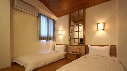 . Traveler Hotel