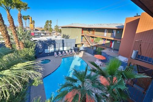 Las Vegas Hostel, Clark