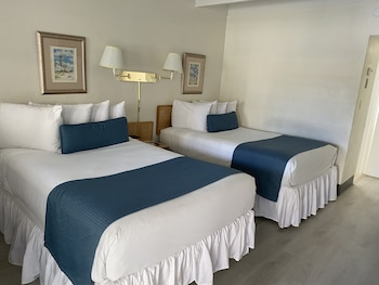 Standard (2 Double Beds)