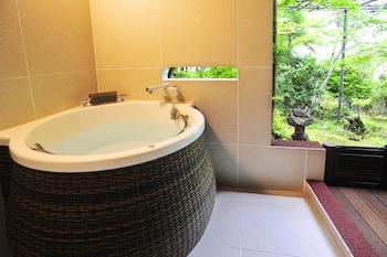 RYOKAN NENRINBO Deep Soaking Bathtub