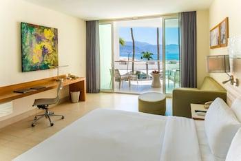Junior Suite, 1 King Bed, Balcony