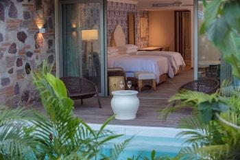 Room, 2 Double Beds (Hacienda Swim Out)