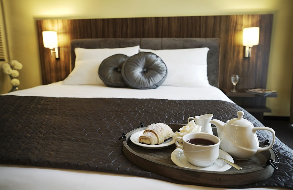 https://i.travelapi.com/hotels/6000000/5140000/5135600/5135560/f527fb9e_z.jpg