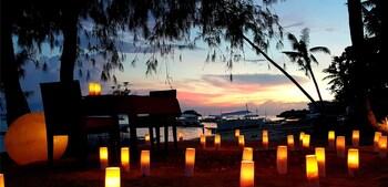 Ocean Vida Beach And Dive Resort Malapascua Couples Dining
