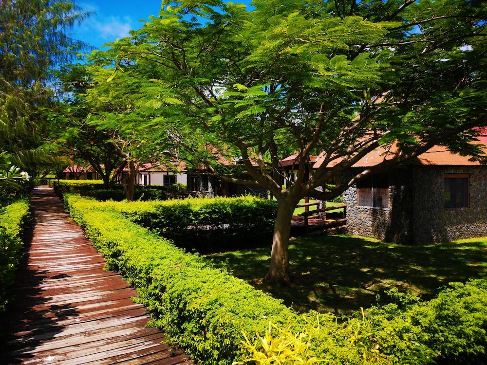 https://i.travelapi.com/hotels/6000000/5150000/5145500/5145437/379f6114_z.jpg