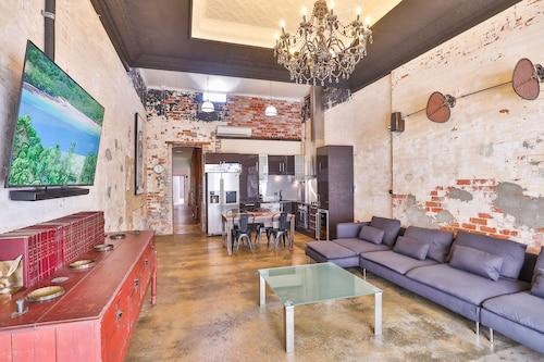 . Indulge Apartments - Eighth Street
