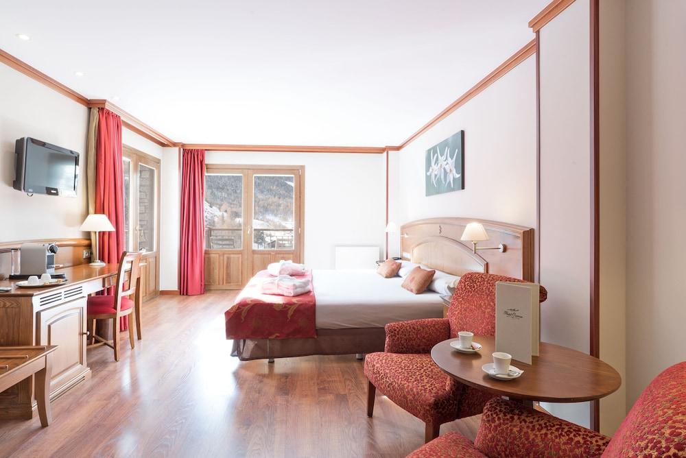 https://i.travelapi.com/hotels/6000000/5160000/5152500/5152420/7e52be58_z.jpg