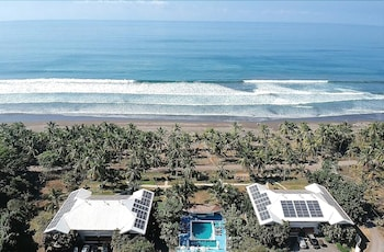 Hotel - Cocomar Beachfront Hotel and Island Resort