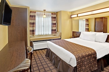 Standard Room, 1 Queen Bed, Accessible (Non-Smoking)