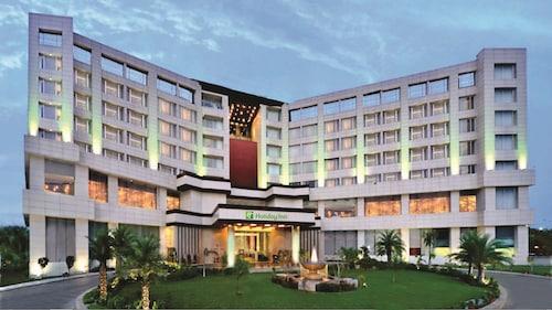 . Holiday Inn Chandigarh Panchkula