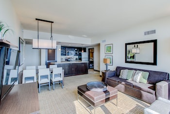 Oceanaire by diamond resorts virginia beach va - 3 bedroom suites in virginia beach ...