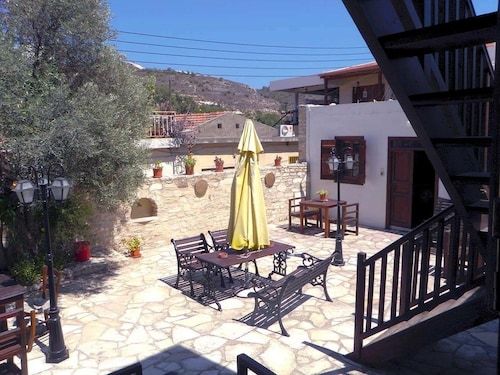 Romios Holiday Apartments,