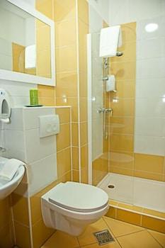 Check Inn Hotel - Bathroom  - #0