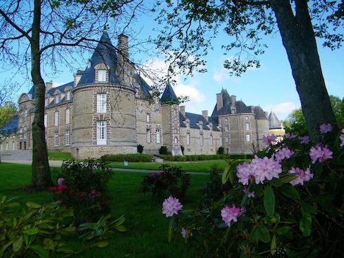 . Chateau de Canisy