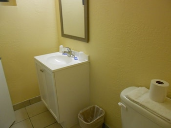 Red Carpet Inn and Suites - Bathroom  - #0