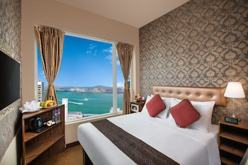 Deluxe Room, 1 Double Bed, Accessible, Smoking (Harbour View)