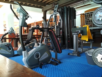 Woodland Hotel Pampanga Gym