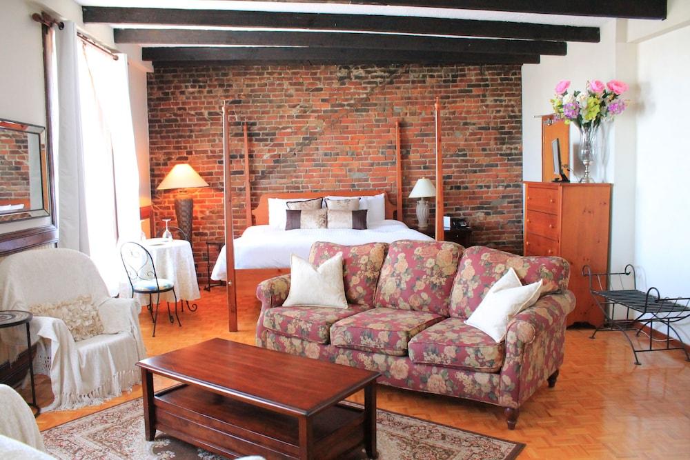 오베르즈 드 라 플라세 로얄(Auberge de la Place Royale) Hotel Image 45 - Living Area