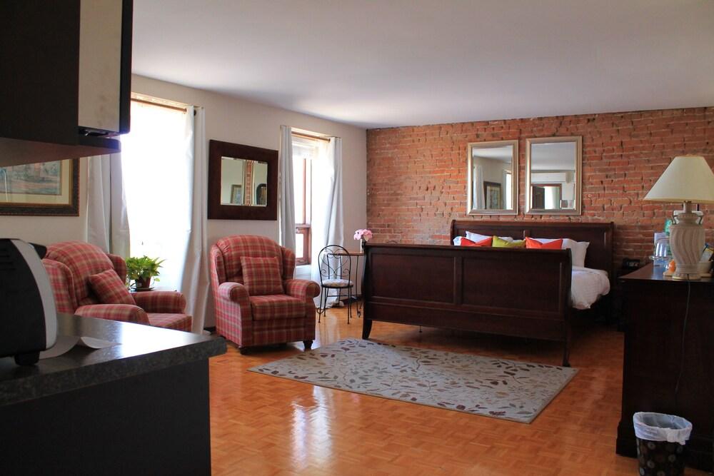 오베르즈 드 라 플라세 로얄(Auberge de la Place Royale) Hotel Image 12 - Guestroom