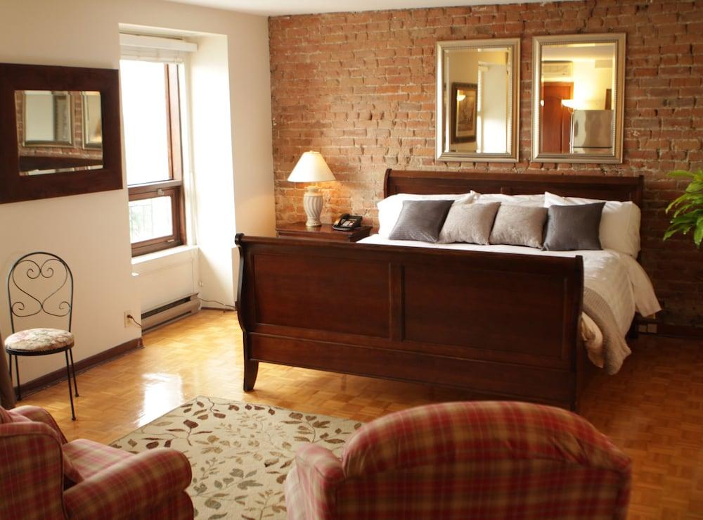오베르즈 드 라 플라세 로얄(Auberge de la Place Royale) Hotel Image 5 - Guestroom