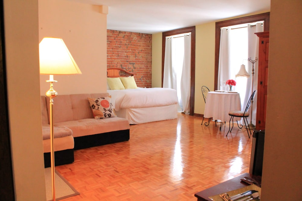 오베르즈 드 라 플라세 로얄(Auberge de la Place Royale) Hotel Image 26 - Living Area