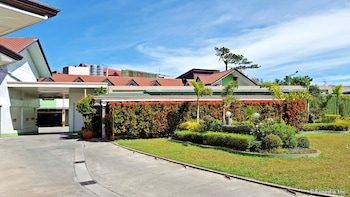Hollywood Drive-In Hotel Baguio Featured Image