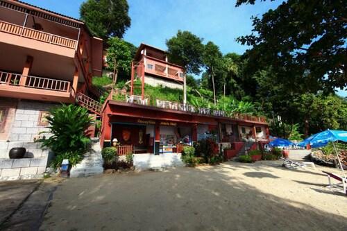 . Koh Ngai Cliff Beach Resort