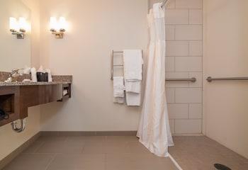 Hilton Garden Inn Preston Casino Area - Bathroom  - #0