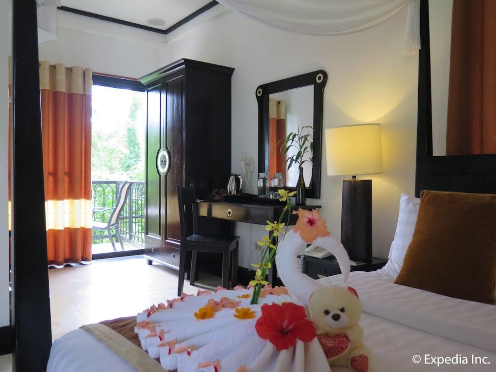 https://i.travelapi.com/hotels/6000000/5290000/5282800/5282734/a6d5d8c6_z.jpg
