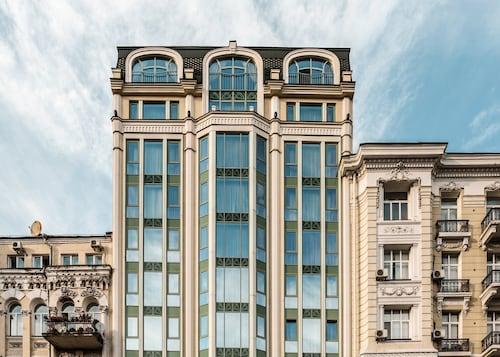 . 11 Mirrors Design Hotel