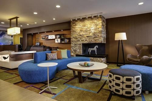 . Fairfield Inn & Suites Hutchinson