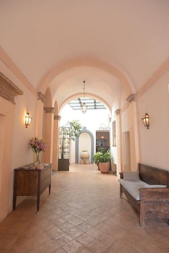 . Palazzo Piccolomini