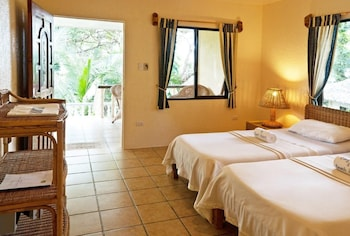 Sipalay Easy Diving And Beach Resort Guestroom